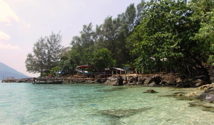 Anjungan di Pantai Iboih, lengkap dengan kedainya (doc JH)
