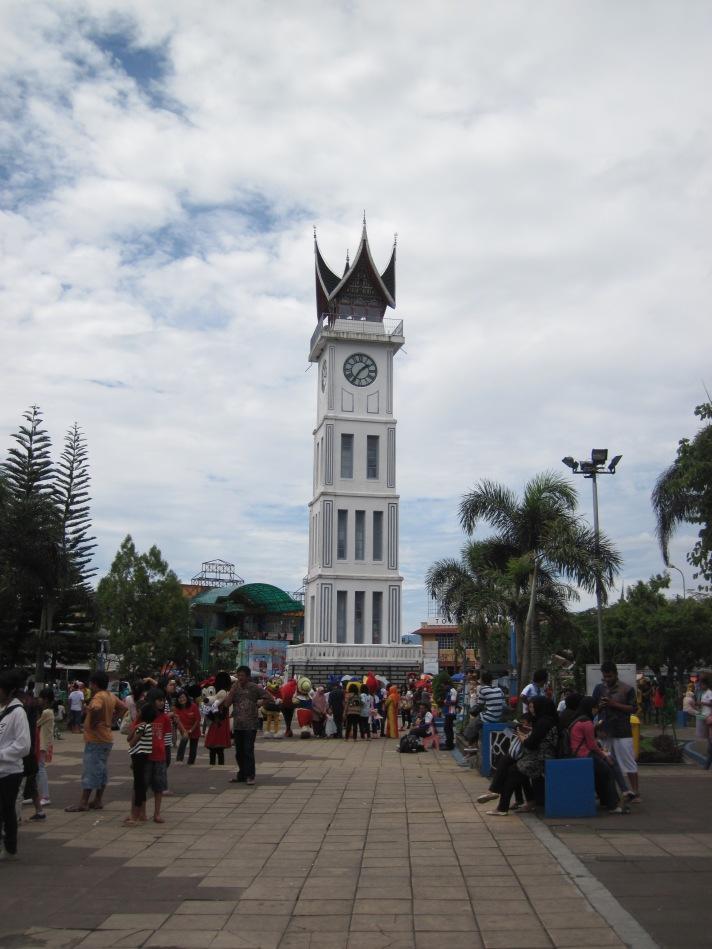 Jam Gadang - Icon Kota Bukittinggi, kota sejuk nan penuh kuliner lezat