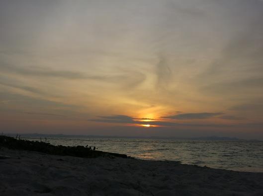 Sunset di Palambak