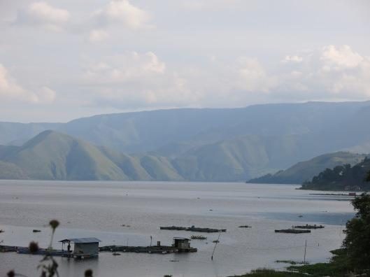 Pemandangan selepas Pangururan menuju Sidikalang