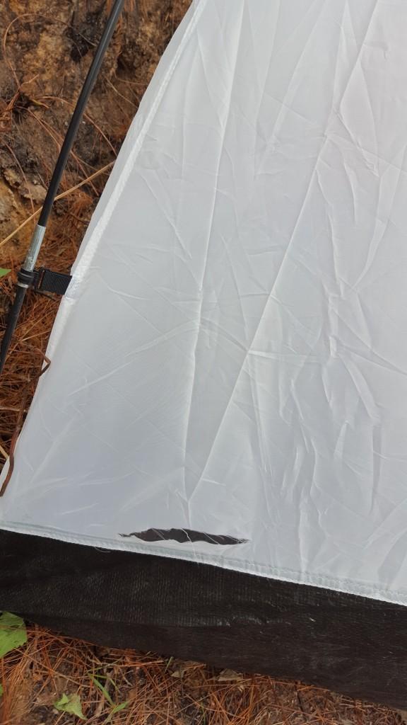 Tenda yang terkoyak